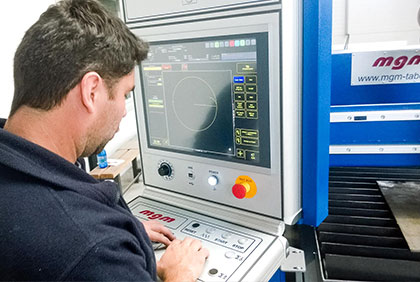 Operator programming plasma cutting centre