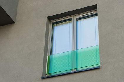 BD Tesla, Praha - skleněná zábradlí francouzských oken