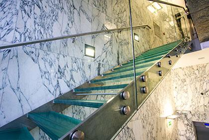 Václavské náměstí 9, Praha - skleněné schodiště