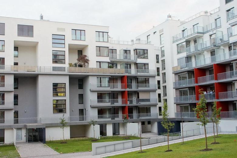 Dodána zábradlí balkonů a teras